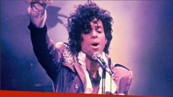 Subastan en Estados Unidos unas botas y un piano utilizados por Prince