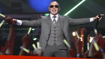Pitbull se gastó su primer sueldo en un auto para su mamá