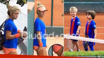 Shakira lució un jugado minishort en una tarde de tenis juntos a sus dos hijos. Foto: Grosby Group.