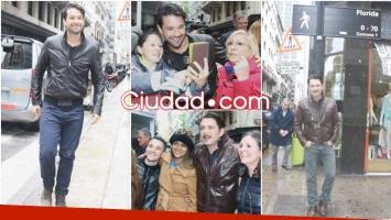 Los actores de Moisés y los Diez Mandamientos caminaron por la calle Florida y saludaron a sus fans (Fotos: Movilpress)