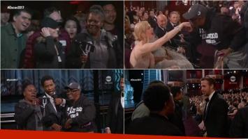 Jimmy Kimmel sorprendió a unos turistas en los Oscar y terminaron saludando a todas las estrellas de Hollywood. Foto: Captura