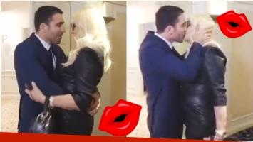 El apasionado encuentro de Susana Giménez y Miguel Ángel Silvestre... ¡que terminó en con un beso en la boca! (Fotos: Captura)
