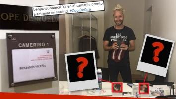 ¡A todos lados con él! Mirá qué especiales fotos tiene Vicuña en su camarín personal de España