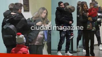 ¡El clan Messi a pleno! Antonella Roccuzzo mostró su pancita de seis meses en el aeropuerto junto a Leo y sus hijos