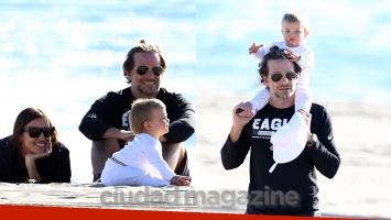 Bradley Cooper, Irina Shayk y su hijita Lea disfrutaron de un día de playa: ¡las fotos de la familia más hermosa de...
