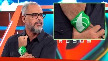 Rial hizo el programa con un pañuelo verde atado en su muñeca