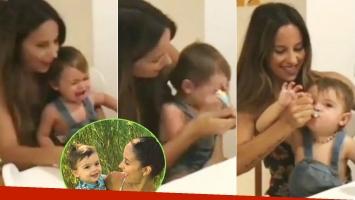 La técnica de Lourdes Sánchez para que su hijo coma puré (Fotos: Capturas de video de Instagram)