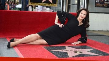 Lynda Carter en el paseo de la fama de Hollywood. (Foto: AFP)