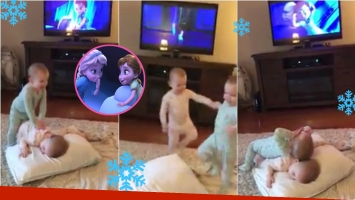 Las gemelas de 2 años que imitan una escena de Frozen y se volvieron viral