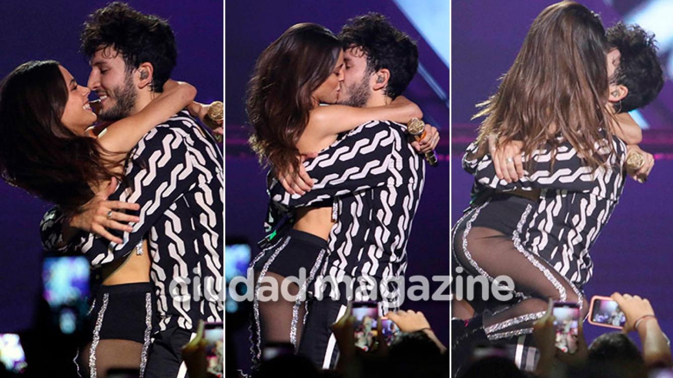 Sebastián Yatra hizo delirar a sus fans en el Luna Park junto a Tini Stoessel: ¡besazo y química en el escenario!