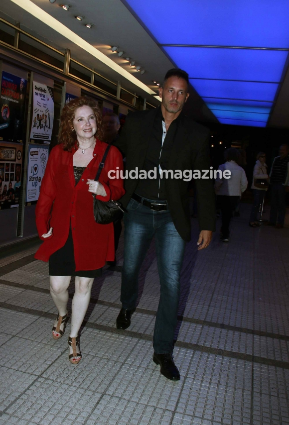 Is there romance? Andrea del Boca, very close to his lawyer at night in Buenos Aires