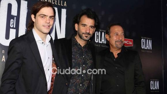 Peter Lanzani, Pablo Trapero y Guillermo Francella al frente de El Clan (Foto: Movilpress).