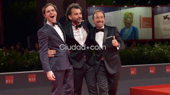 Peter Lanzani, Pablo Trapero y Guillermo Francella en el Festival de Venecia  (Foto: AFP).