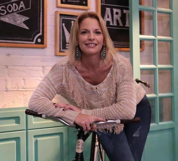Carina Zampini, de heroína de telenovela a conductora exitosa en Morfi, todos a la mesa. (Foto: gentileza prensa Telefe)