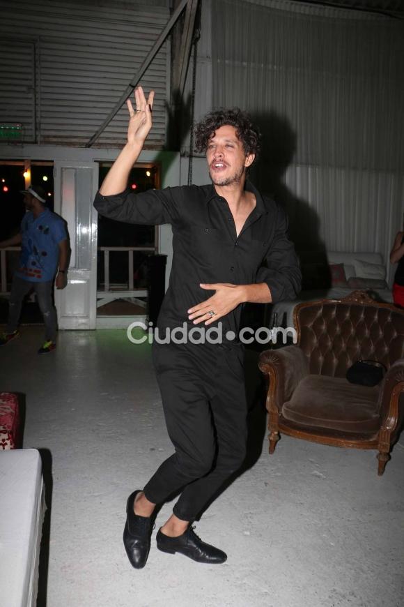Ludovico Di Santo, divertido en el festejo de La Leona. (Foto: Movilpress-Ciudad.com)