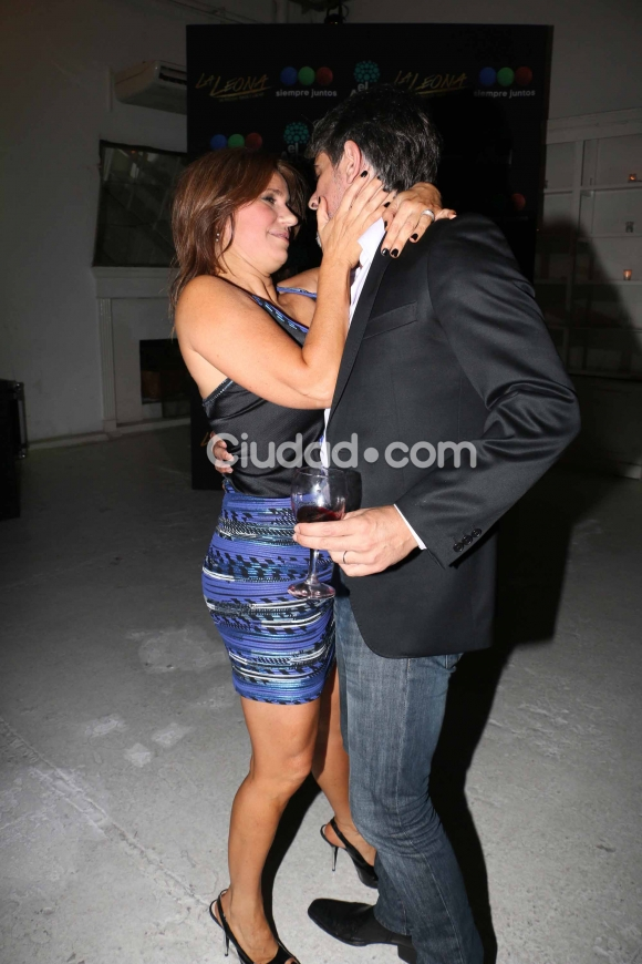 Pablo Echarri y Nancy Dupláa, apasionados en el festejo. (Foto: Movilpress-Ciudad.com)