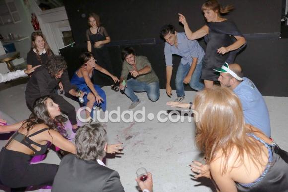 El elenco de La Leona, de festejo.  (Foto: Movilpress-Ciudad.com)