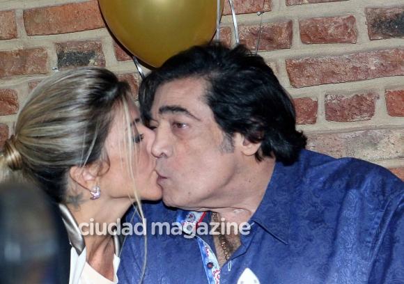 La intimidad del cumpleaños de Cacho Castaña en el Café La Humedad. (Foto: Ciudad / Movilpress)
