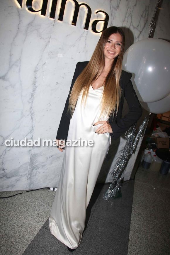 China Suárez, divina con su pancita de embarazada (Fotos: Movilpress).