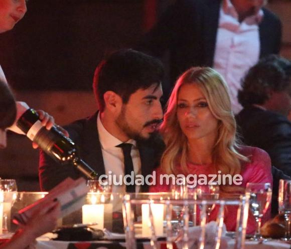 Nicole Neumann y Facundo Moyano, mimosos en una cena solidaria (Fotos: Movilpress).