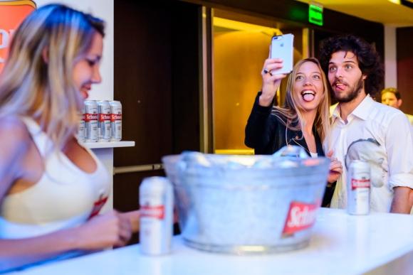 Los invitados disfrutaron de una barra libre de Schneider. (Foto:Movilpress)