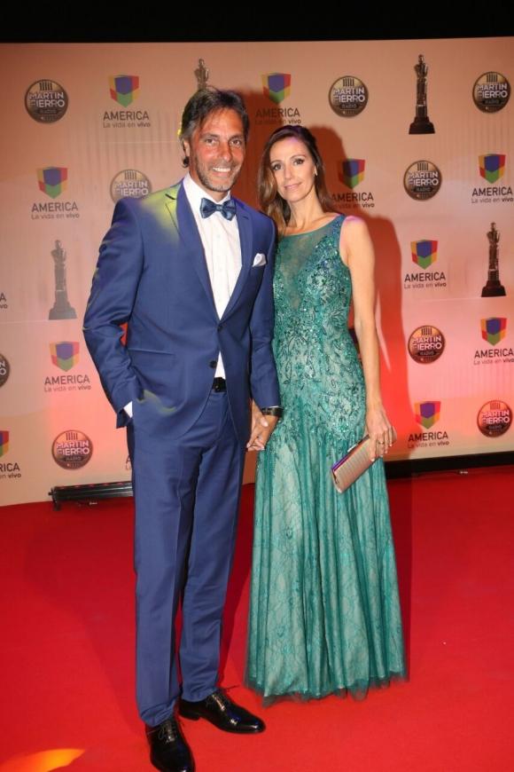 ¡Espiá los mejores looks! Celebrities, parejitas y amor en la alfombra roja de los Martín Fierro de Radio 2017. (Foto: Movilpress)