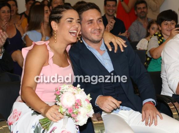 Micaela Vázquez dio el sí en el Registro Civil con Federico Larroca (Fotos: Movilpress).