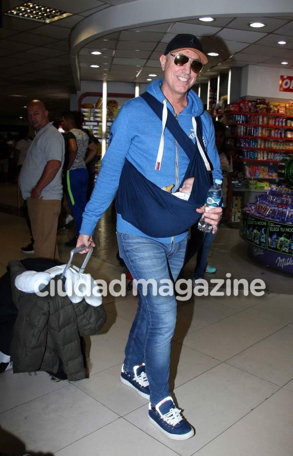 ¡Bienvenidos! Marley llegó al país junto a su hijo. (Foto: Movilpress)