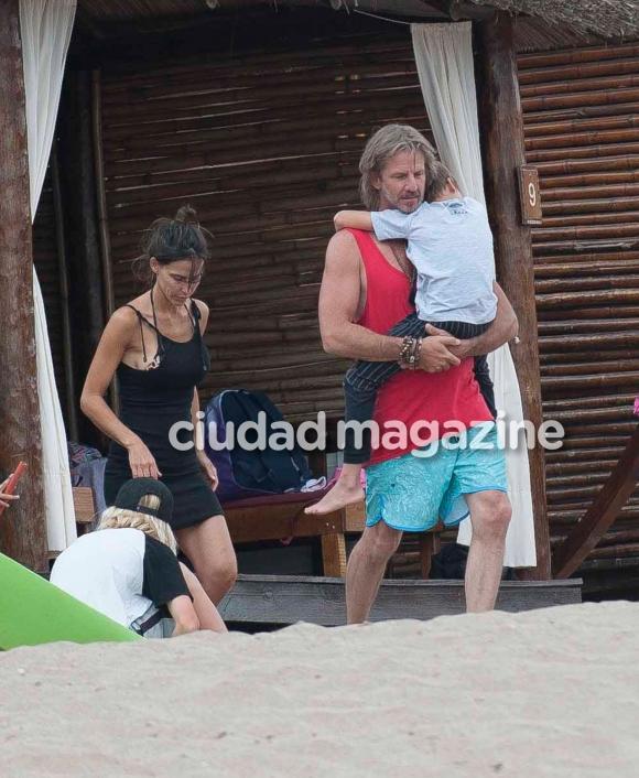 Facundo Arana y su familia en la playa (Fotos: GM Press Mar del Plata).