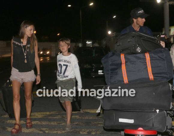 Pampita y Pico llegaron al país desde Cancún (Fotos: Movilpress).