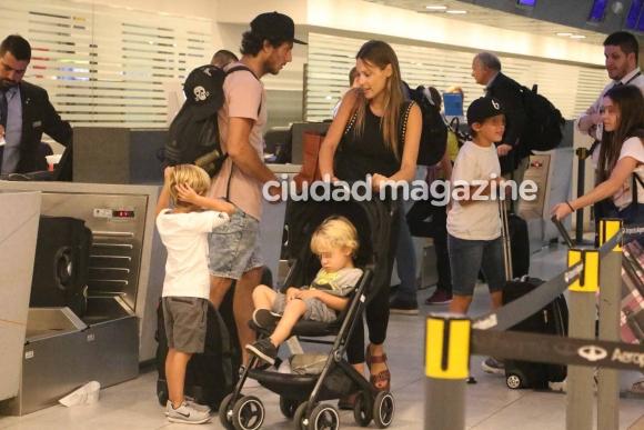 El viaje de Pampita con sus hijos y Pico Mónaco a Orlando
