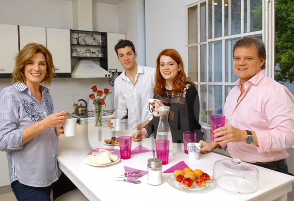 La producción de fotos de Débora Pérez Volpin y su familia desde su casa