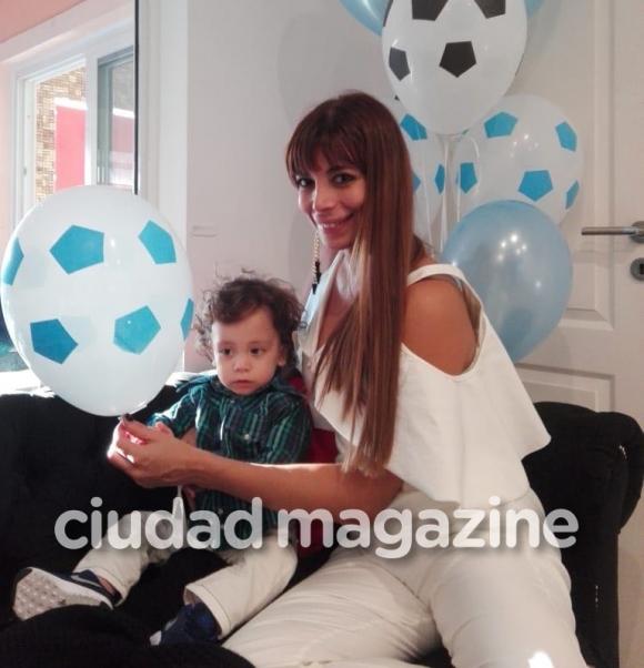 Ximena Capristo y Gustavo Conti bautizaron al pequeño Félix (Fotos: Álbum personal).