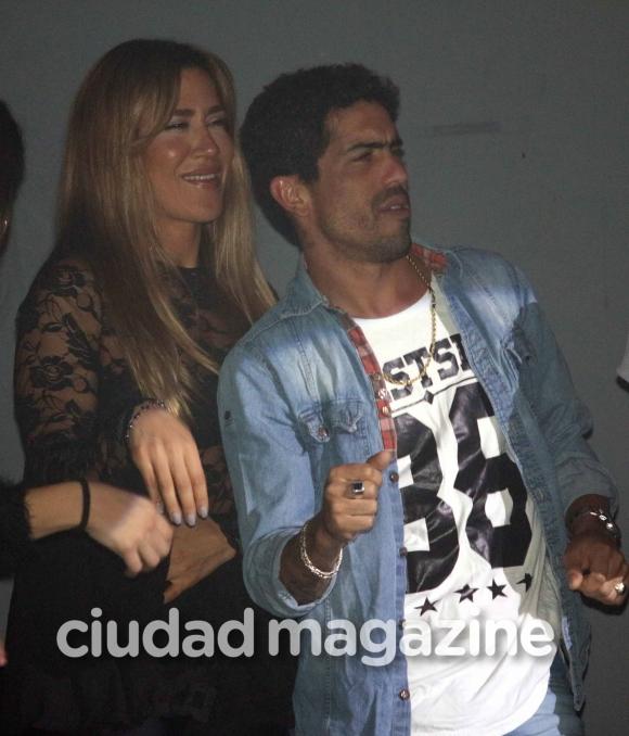 ¡Romance blanqueado! La primera salida oficial de Jimena Barón y Rodrigo Romero. (Foto: Movilpress)