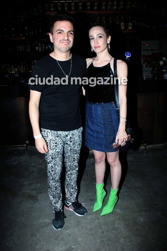 Ale Sergi y su pareja en el recital de Potra Liberada. (Foto: Movilpress)