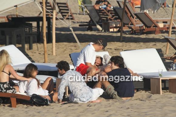 Martín Redrado y su nueva novia, Lulu Sanguinetti, en Punta del Este (Foto: GM Press)