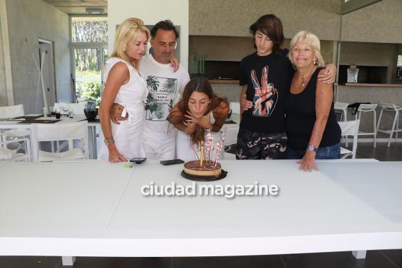 Las fotos del cumpleaños de 18 de Lola Latorre, la hija modelo de Diego y Yanina en Punta del Este. (Foto: GM Press)