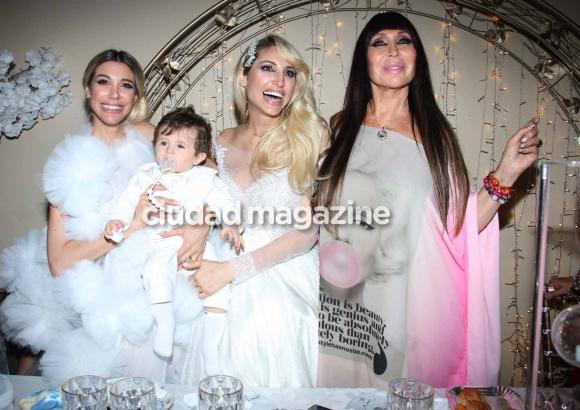 Vicky Xipolitakis, Estefanía Xipolitakis y Moria Casán en el cumpleaños de Salvador Uriel. (Foto: Movilpress)