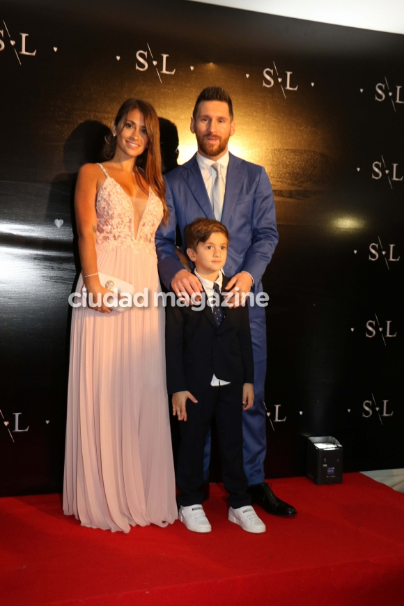 Antonela Roccuzzo Y Leo Messi De Gala En La Renovación De