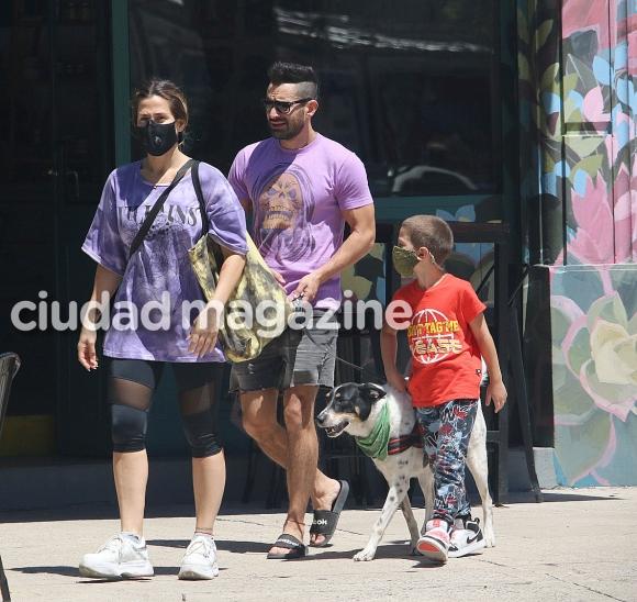 Las fotos de Jimena Barón y Tucu López, de paseo con Momo (Foto: Movilpress)