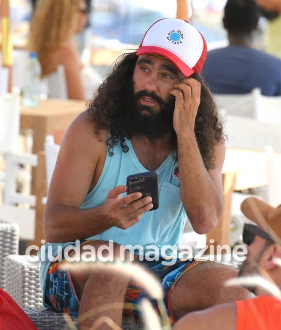 El llamativo look de Juan Pablo Sorín en las playas top de Punta del Este… ¡al estilo Forrest Gump!