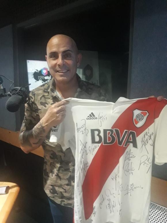 Pablo Lunati se peló en la radio para cumplir una promesa por la final que River le ganó a Boca
