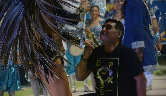 Le cortaron el celular por falta de pago — Maradona sin línea
