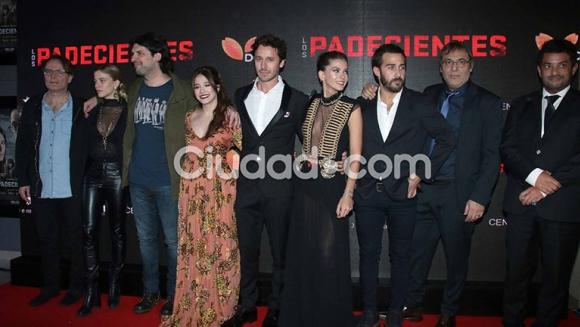 Show de famosos en la presentación de Los Padecientes. Foto: Movilpress.