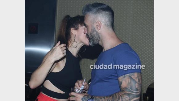Miriam Lanzoni, cariñosa con Christian Halbinger en plena fiesta (Foto: Movilpress)