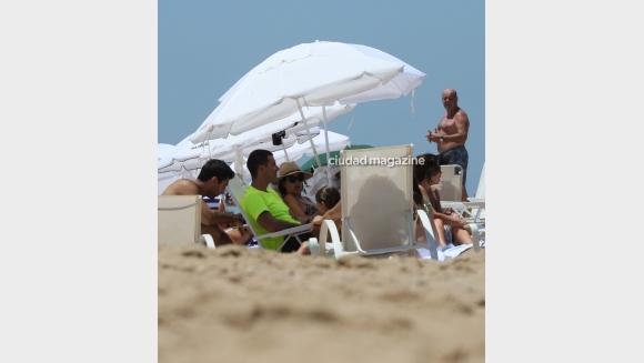 Isabel Macedo lució su pancita de embarazada en sus vacaciones con Urtubey en Punta del Este