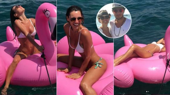 Pampita, súper sexy divirtiéndose arriba de un enorme inflable en Ibiza